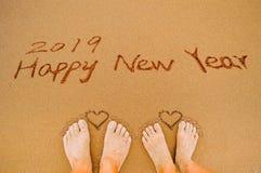 Feliz Año Nuevo 2019 y pies del corazón Imagen de archivo libre de regalías