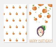 Feliz aniversario Cartão à moda da inspiração no estilo bonito com ouriço e maçãs dos desenhos animados Foto de Stock