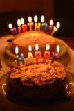Feliz aniversario que queima-se brilhante fotos de stock royalty free