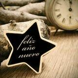 Feliz anonuevo, lyckligt nytt år i spanjor, i enformad cha Fotografering för Bildbyråer