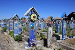 Feliz cementerio en Sapanta, Rumania Foto de archivo