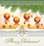 Feliz Christmas2019 Tarjeta de felicitación con las ramas del abeto y la fecha 2019 en las bolas stock de ilustración