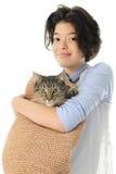 Feliz con el gato en el bolso Imagenes de archivo