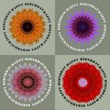 Feliz cumpleaños, tarjeta de felicitaciones con cuatro flores Imagenes de archivo