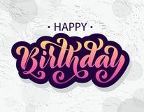 Feliz cumpleaños Tarjeta de letras dibujada mano Ejemplo moderno del vector de la caligrafía del cepillo Texto brillante en fondo Imágenes de archivo libres de regalías