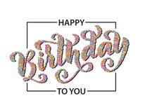 Feliz cumpleaños Tarjeta de letras dibujada mano Ejemplo moderno del vector de la caligrafía Texto colorido del confeti Foto de archivo