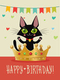 Feliz cumpleaños Tarjeta del feliz cumpleaños con Cat And Gold Crown negra divertida Deseo y humor Fotografía de archivo libre de regalías