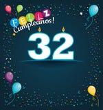 Feliz Cumpleanos 32 - Gelukkige Verjaardag 32 in Spaanse taal - Groetkaart met witte kaarsen Royalty-vrije Stock Afbeeldingen