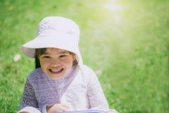 Feliz de los niños que juegan en el parque Fotos de archivo libres de regalías