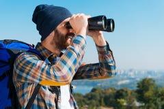 Feliz de ser un explorador Foto de archivo libre de regalías