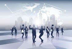 Feliz de Team Silhouette Businesspeople Group Cheerful do negócio aumentado cede o conceito do voo da viagem do mapa do mundo ilustração royalty free