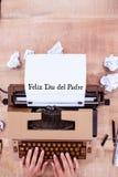 Feliz die dia del padre op papier wordt geschreven stock foto's
