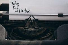 Feliz die dia del padre op papier wordt geschreven royalty-vrije stock fotografie