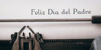 Feliz die dia del padre op papier wordt geschreven stock afbeeldingen