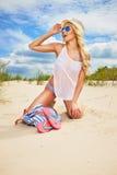 Feliz enrrollado de la mujer de la playa Foto de archivo