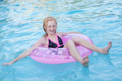 Feliz flotando Foto de archivo libre de regalías