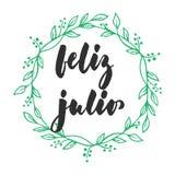 Feliz Julio - szczęśliwy Lipiec w hiszpańskim, ręka rysująca łacińska lato miesiąca literowania wycena z sezonowym wiankiem odizo ilustracji