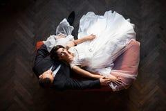 Feliz magnífico elegante romántico apacible por completo de los pares del amor Imágenes de archivo libres de regalías