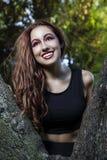 Feliz, muchacha romántica de la belleza al aire libre. Dre modelo adolescente hermoso Imagen de archivo libre de regalías