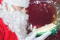 Feliz Natal com conto de fadas da leitura de Santa Claus Fotos de Stock Royalty Free