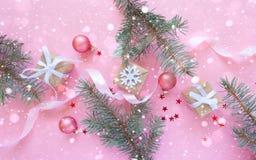 Feliz Natal e ano novo feliz Fundo cor-de-rosa Imagens de Stock Royalty Free