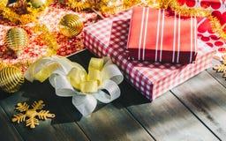 Feliz Natal e caixas de presente do ano novo feliz DIY Fotografia de Stock