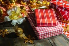 Feliz Natal e caixas de presente do ano novo feliz DIY Imagem de Stock Royalty Free