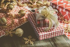 Feliz Natal e caixas de presente do ano novo feliz DIY Imagem de Stock