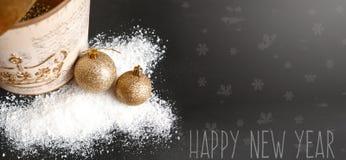 Feliz Natal e cartão do ano novo feliz com decoração do ouro Fotos de Stock