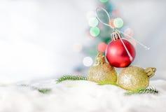 Feliz Natal e conceito do ano novo feliz, close up Christmasbal imagem de stock