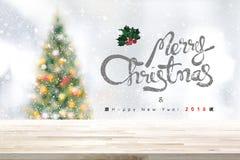 Feliz Natal e fundo 2018 do ano novo feliz com aba de madeira Fotos de Stock Royalty Free