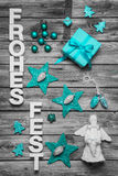 Feliz Natal em letras alemãs no fundo de madeira decorado Imagens de Stock Royalty Free