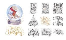 Feliz Natal que rotula sobre com flocos de neve e urso Mão tirada Fotos de Stock Royalty Free
