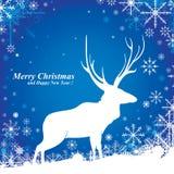 Feliz Natal & rena no fundo azul Neve no inverno Imagens de Stock