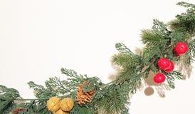 Feliz Natal verde Garland With Nature Ornaments Decoration fotografia de stock