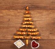 Feliz Navidad con el árbol de Navidad de los alimentos de preparación rápida de las patatas fritas Imagenes de archivo