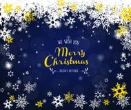 Feliz Navidad con las porciones de copos de nieve en fondo azul Fotografía de archivo libre de regalías