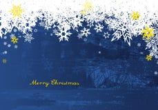Feliz Navidad con las porciones de copos de nieve en fondo azul Fotos de archivo