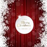 Feliz Navidad con muchos copos de nieve en fondo rojo de la cortina Imagen de archivo