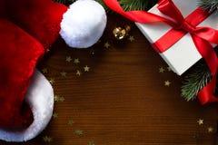 Feliz Navidad del arte y Feliz Año Nuevo; Árbol de navidad y Papá Noel Imagen de archivo