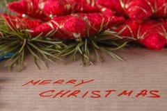 Feliz Navidad del texto en papper hecho a mano Imágenes de archivo libres de regalías