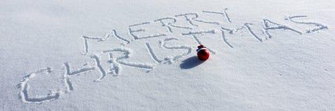 Feliz Navidad escrita en la nieve Fotografía de archivo libre de regalías