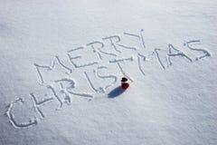Feliz Navidad escrita en la nieve Fotos de archivo libres de regalías