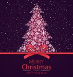 Feliz Navidad, tarjeta de felicitación de la Feliz Año Nuevo Árbol de navidad con el arco rojo y nieve que cae en fondo oscuro libre illustration