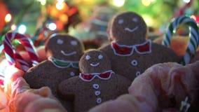 Feliz Navidad Vídeo atmosférico de la Navidad La Navidad con mi familia Ginger Biscuits Feliz Año Nuevo almacen de video