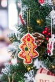 Feliz Navidad y Feliz Año Nuevo Buenas fiestas Árbol de navidad del pan de jengibre Fotografía de archivo libre de regalías