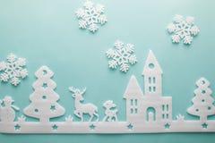 Feliz Navidad y Feliz Año Nuevo Cortador de la espuma de la ciudad con sno Imagenes de archivo