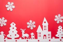 Feliz Navidad y Feliz Año Nuevo Cortador de la espuma de la ciudad con sno Imagen de archivo