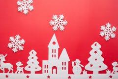 Feliz Navidad y Feliz Año Nuevo Cortador de la espuma de la ciudad con sno Fotos de archivo