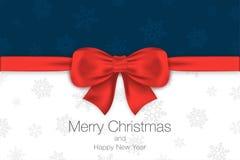 Feliz Navidad y Feliz Año Nuevo Fondo azul y blanco con el arco y los copos de nieve rojos Modelo de la tarjeta de felicitación Fotografía de archivo libre de regalías